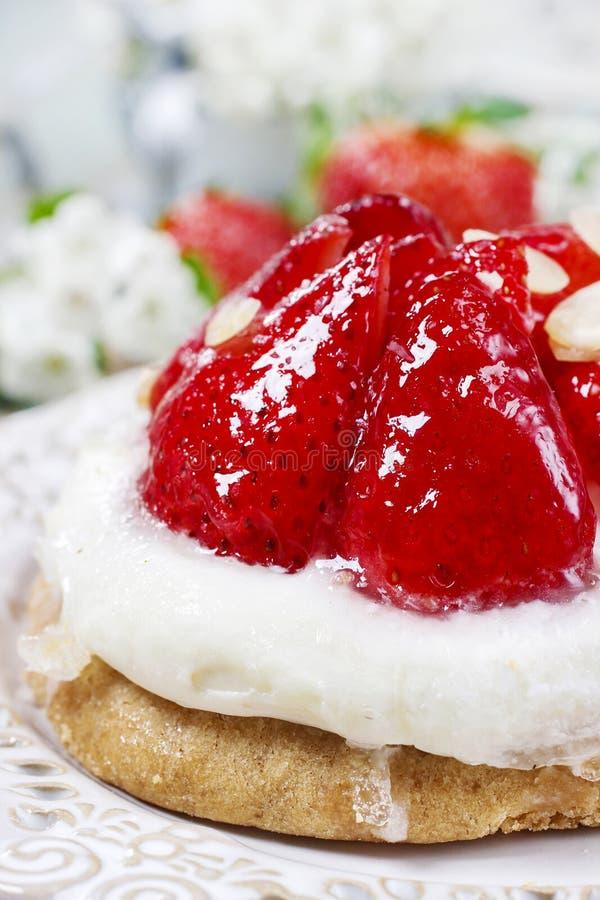 Läcker jordgubbekaka fotografering för bildbyråer