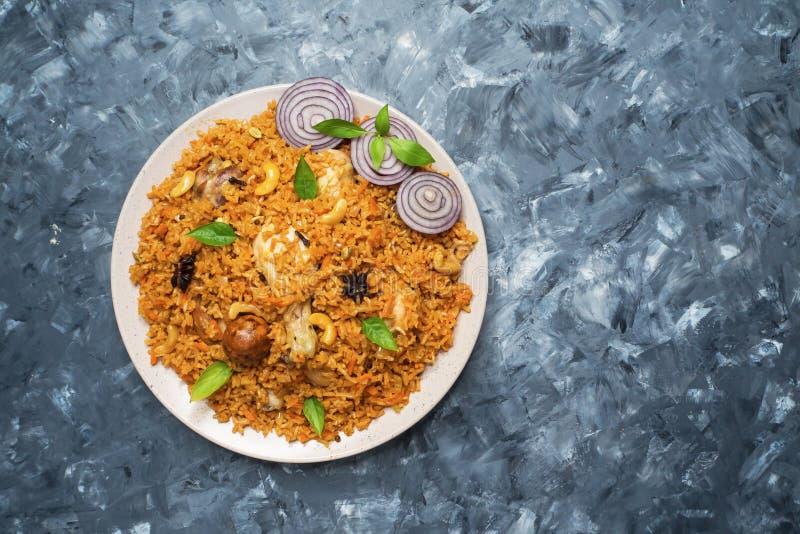 Läcker kryddig höna Biryani, en populär indisk mat royaltyfri fotografi