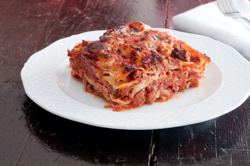 Läcker lasagne med köttragu och bechamel royaltyfria bilder