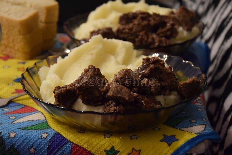 Läcker mat stekt nötköttlever royaltyfria foton