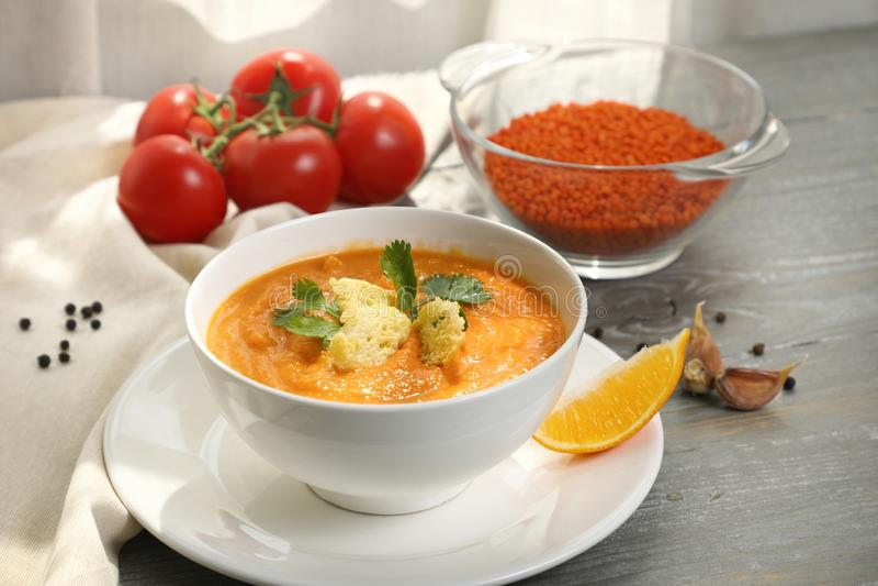 Läcker och sund puré för linssoppa arkivfoton