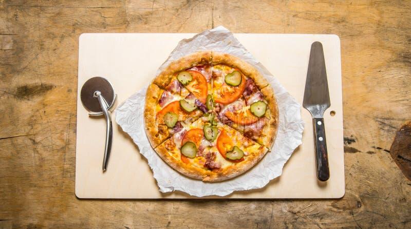 läcker pizza royaltyfria foton