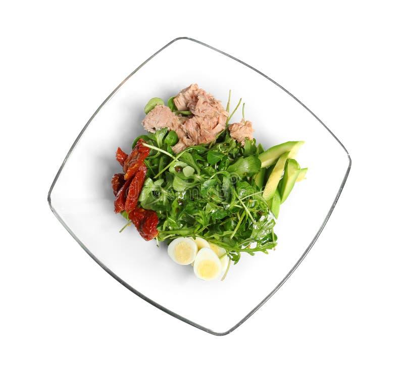 Läcker sallad med på burk tonfisk i den glass bunken arkivbild