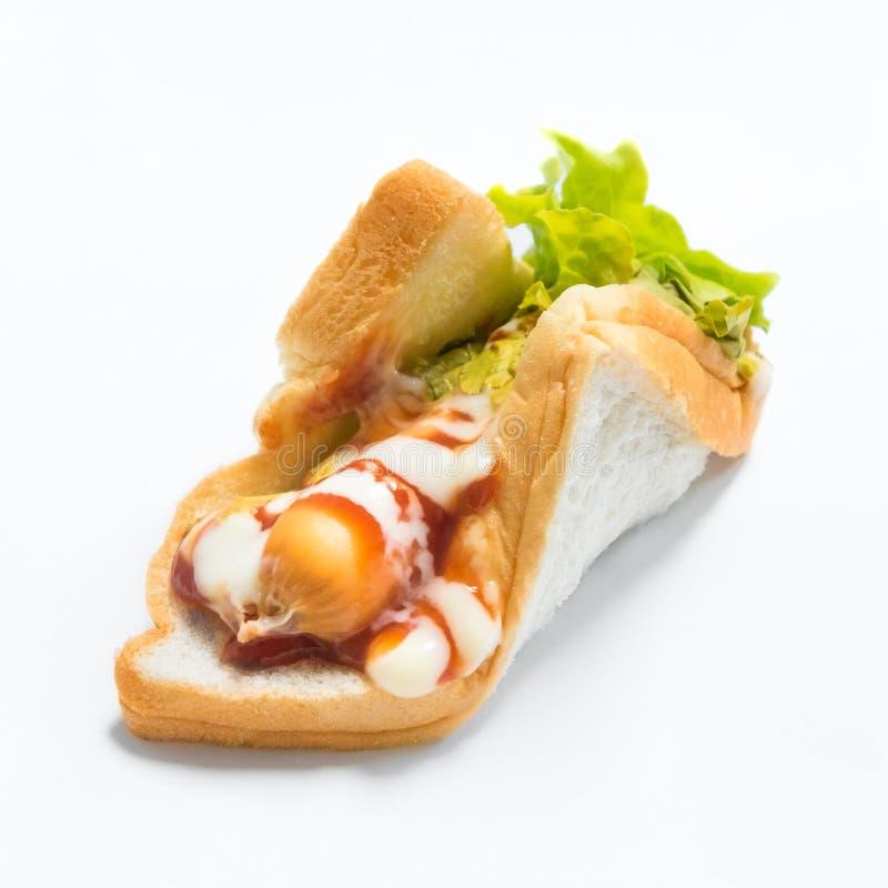 Läcker varmkorvsmörgås på vit bakgrund Frukostbröd för äter fotografering för bildbyråer