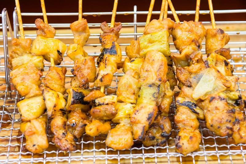 Läcker yakitori som är klar att äta arkivbilder