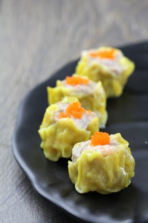 Läckert ångagriskött och räkaklimpar, Shao Mai arkivfoto