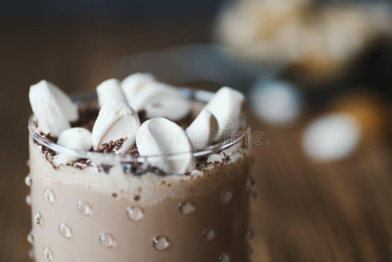 Läckert kakaodrinkkaffe eller varm choklad fotografering för bildbyråer