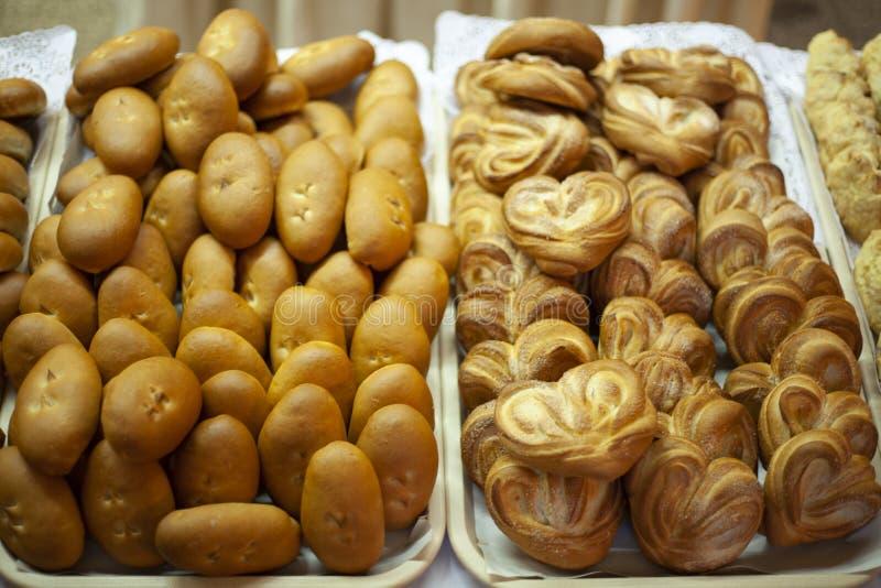 Läckra bakelser för kafét Fester f?r te Mj?lprodukter Ryska pies Pajer med fyllning fotografering för bildbyråer