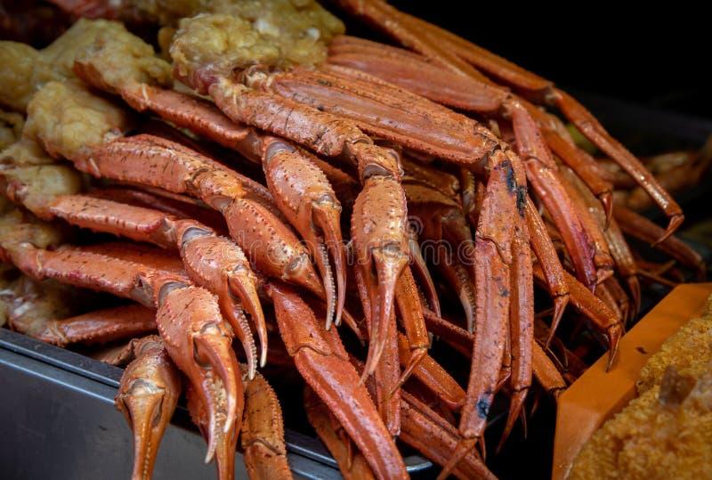 Läckra lagade mat sunda krabbor på en asiatisk mat marknadsför arkivbild