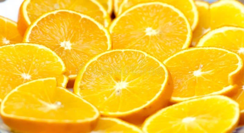 Läckra nya apelsinskivor för en festlig tabell royaltyfri fotografi