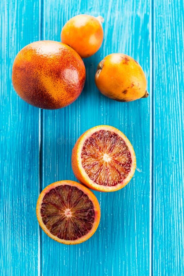 Läckra röda apelsiner i närbild royaltyfri bild