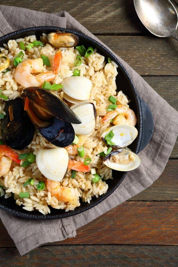 Läckra ris med räka och musslor royaltyfri foto