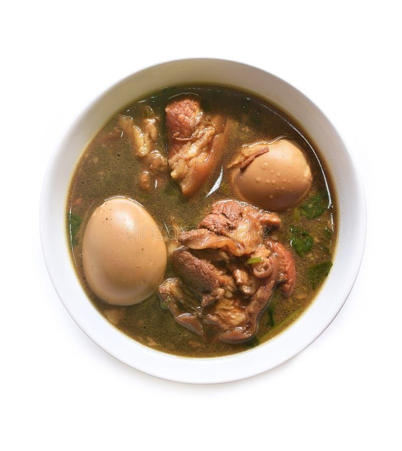 Läckra thai matägg och sött griskött som kokas med brun sås royaltyfria foton
