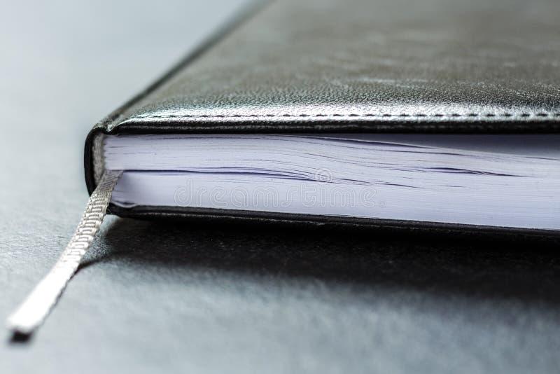Läder för dagordningplanläggningsdagbok royaltyfria foton