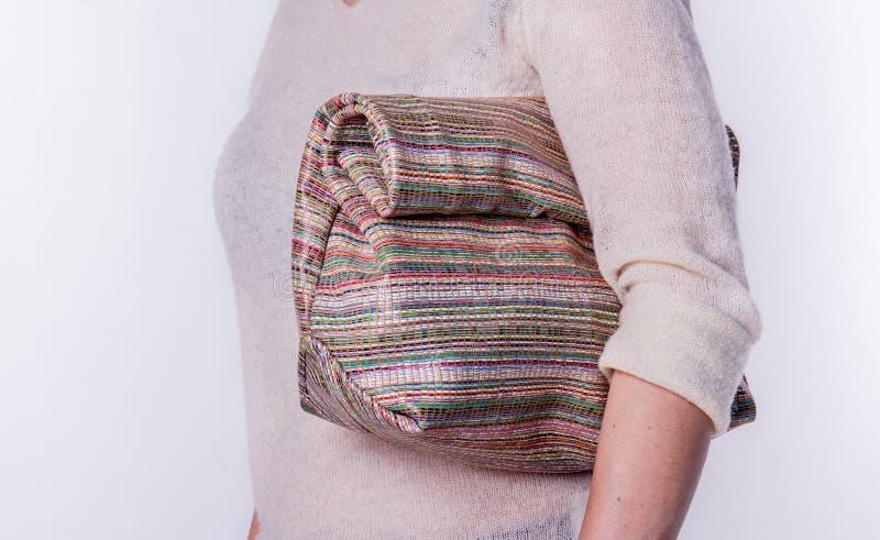 Läderhandväska på en vit bakgrund arkivfoto