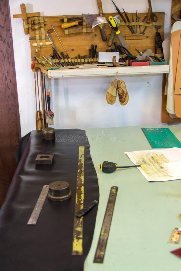Läderhantverk- eller läderarbete arkivbild