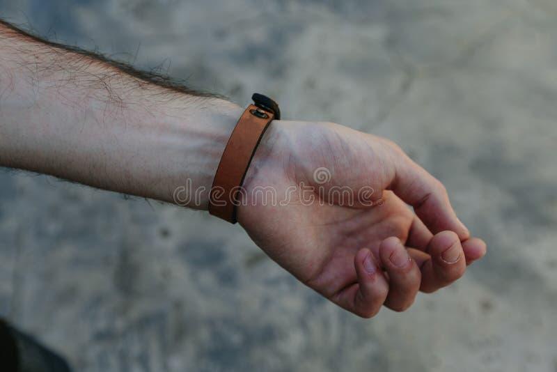 Läderrem på armen royaltyfri foto