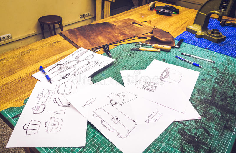 Läderseminariet skissar och workpiecen royaltyfri bild
