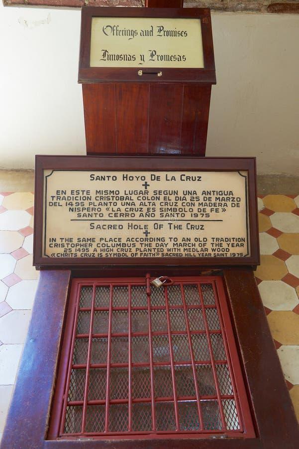 Läge i kyrkan av vår dam av Mercedes var Christopher Columbus planterade korset som symbol av tro på 25 av mars 1495 arkivfoto