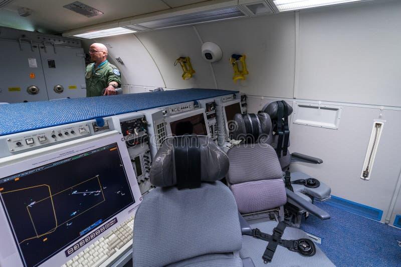 Lägen av operatörer av radiointelligens av Boeing E-3A vaktpostAWACS fotografering för bildbyråer
