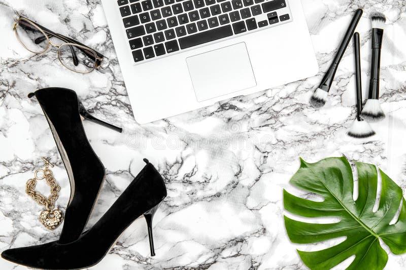 Lägenhet för mode för blad för kvinnliga tillbehöranteckningsbokskor lekmanna- grön royaltyfri bild