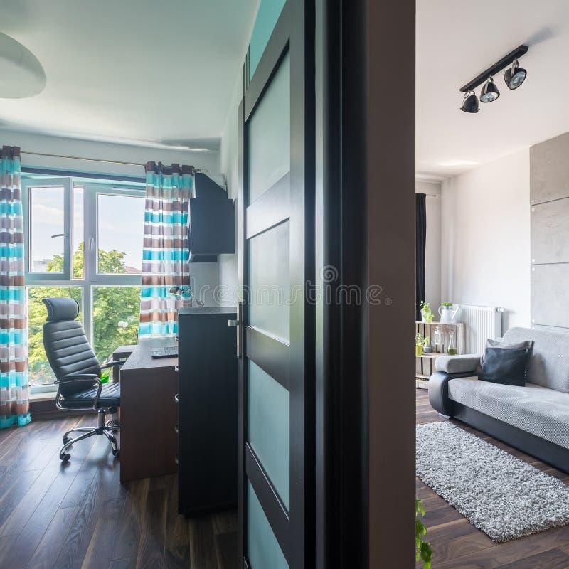 Lägenhet för modern design royaltyfri foto