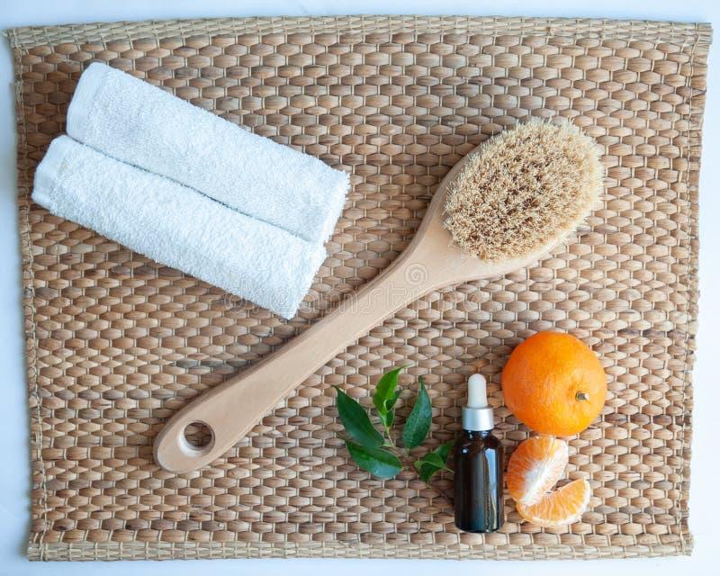 Lägenheten lägger Anticellulite, organiska, bio naturliga skönhetsmedel Bot för cellulitemassage, brunnsort arkivbild