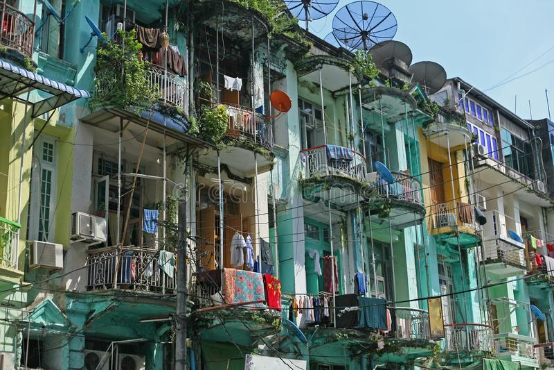 Lägenheter i i stadens centrum yangon royaltyfria foton