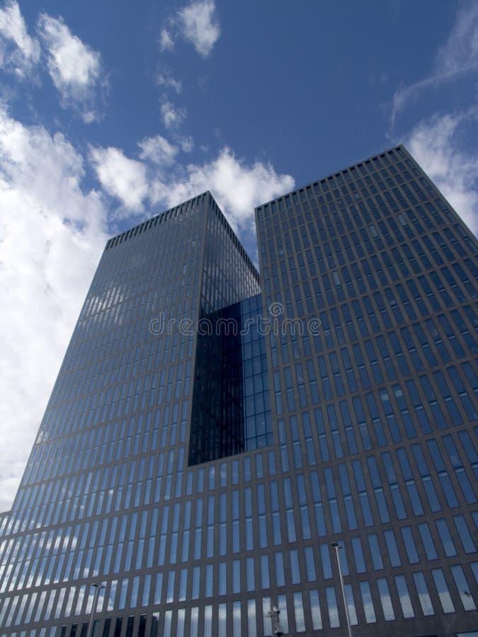 lägenheter som bygger highrisekontorsskyskrapan zurich fotografering för bildbyråer
