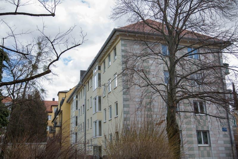 Lägenhethus i munich, hyrt som bor, idyll royaltyfria foton