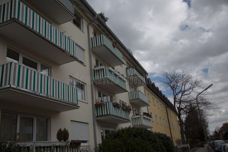 Lägenhethus i munich, hyrt som bor, idyll arkivbilder