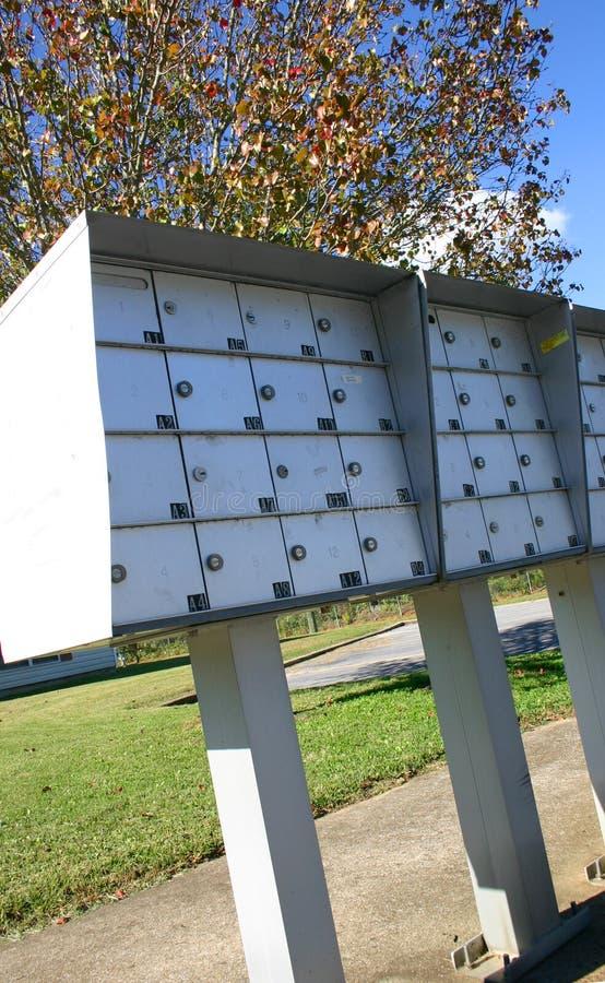 lägenhetyttersidabrevlådor arkivbild