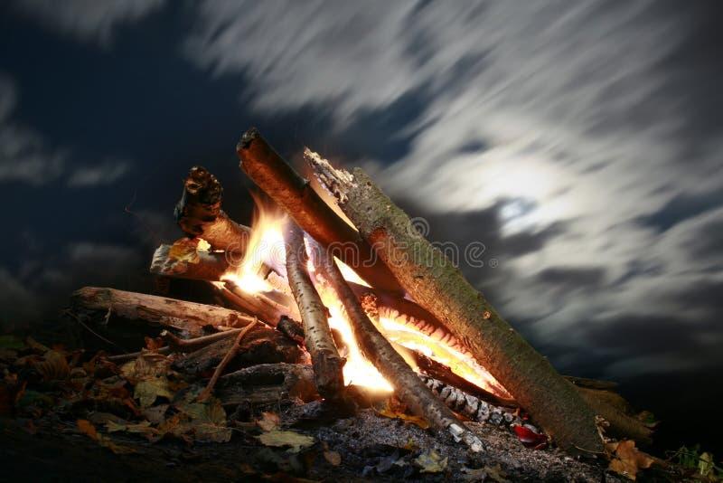 lägerbrand royaltyfri fotografi