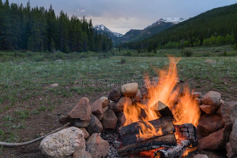 Lägerbrand i Colorado arkivfoton