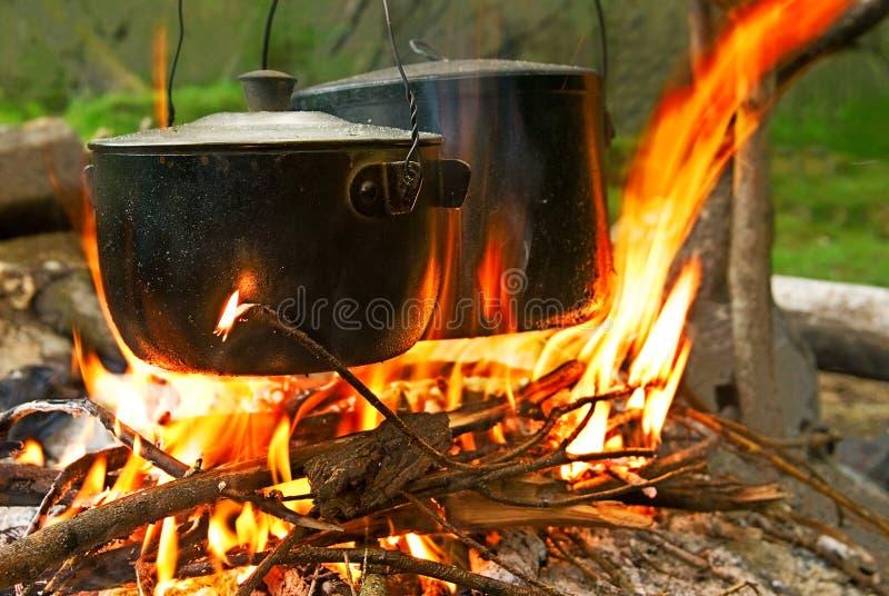 lägerbrandturist fotografering för bildbyråer