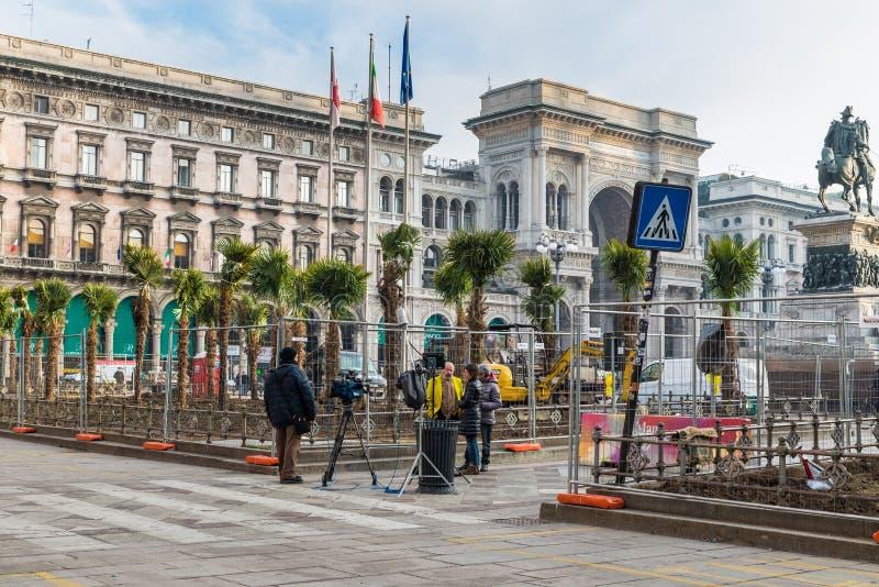 Lägga av palmträd i fyrkant för Duomofyrkantdomkyrka, mitt emot domkyrkaduomoen av Milan, Milan, Italien arkivfoton