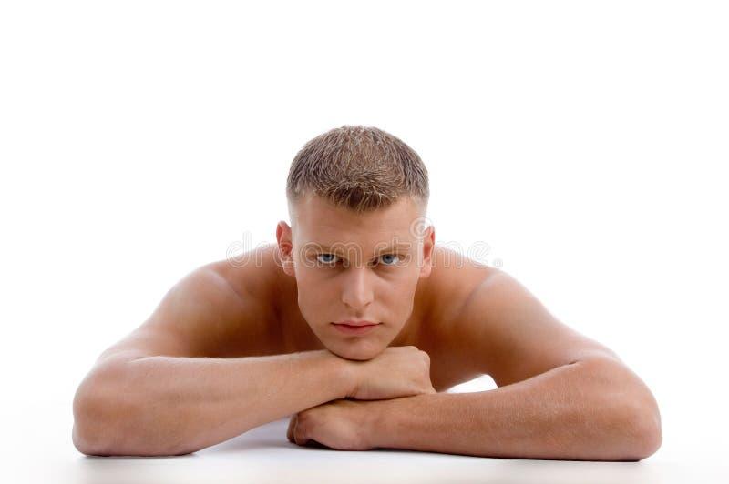 läggande se male muskulöst dig royaltyfri bild