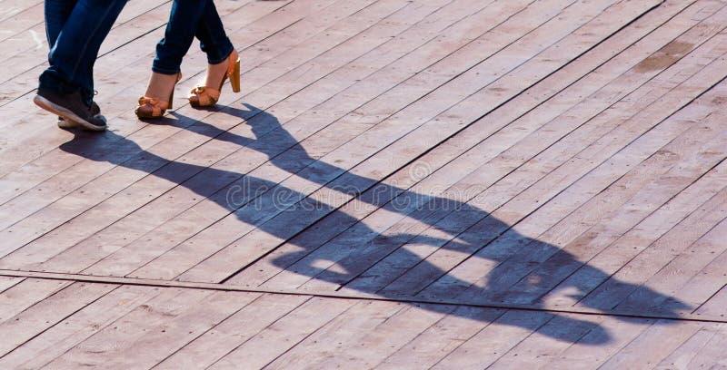 Dansen skuggar arkivfoto