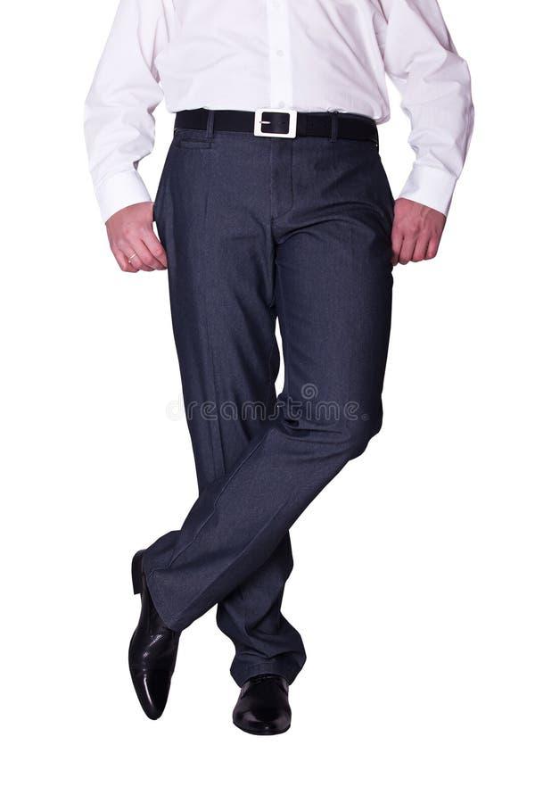 Lägger benen på ryggen manen i flåsanden och skor arkivbild