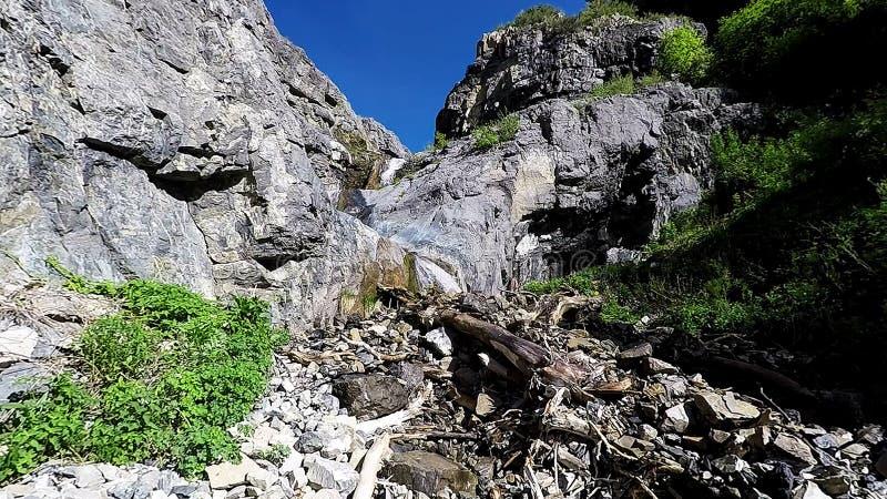Lägre Lost Creek nedgångar från avlägset arkivbilder