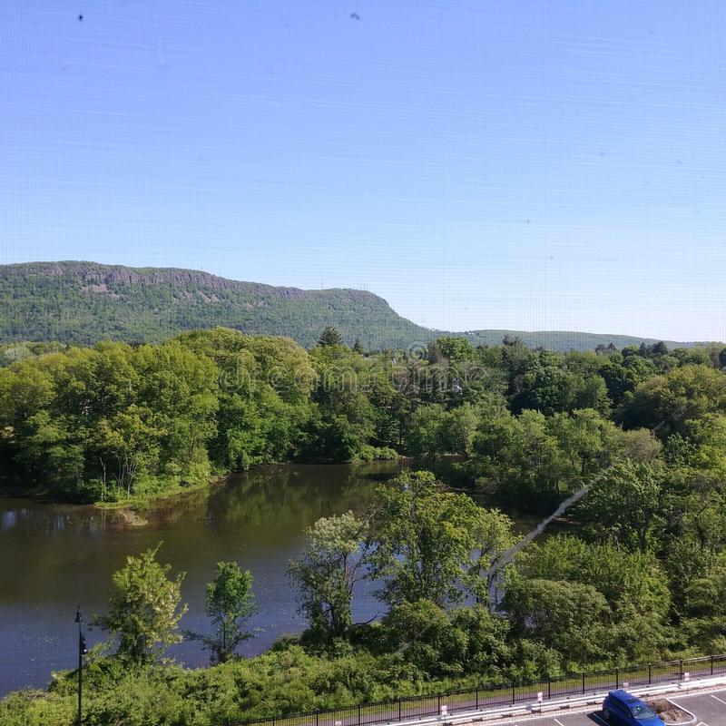 Lägre mala dammet och Mt Tom i Easthampton, MOR arkivfoton