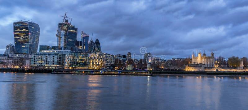 Lägre Themsen på invallningen arkivfoto