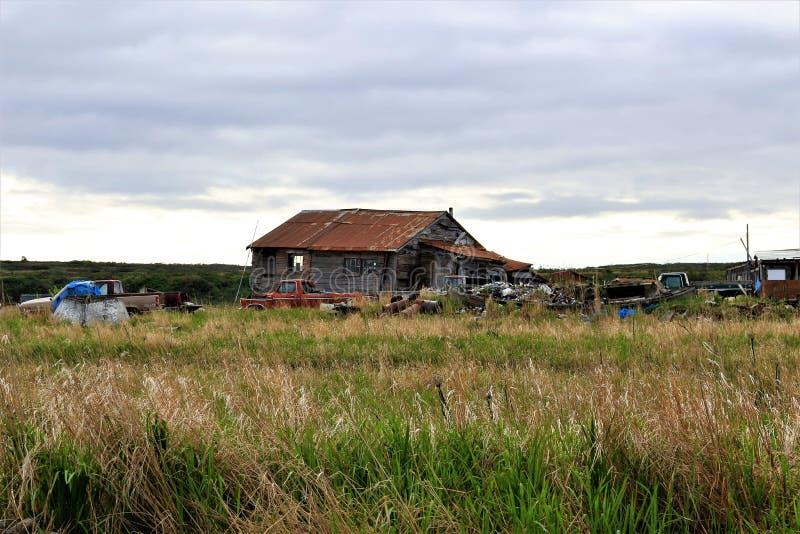 Lägret för laxfiskare i Ekuk Alaska på våren royaltyfri bild
