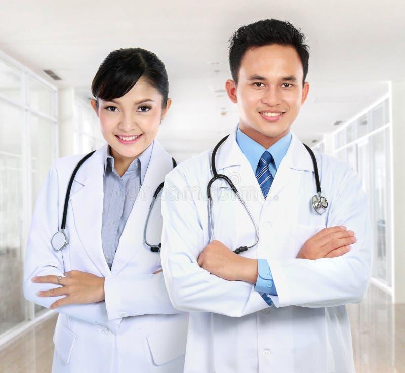 läkarundersökning för doktorskvinnligmanlig arkivfoto