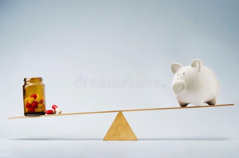 Läkarundersökningkostnader eller försäkringfondbegrepp royaltyfria bilder
