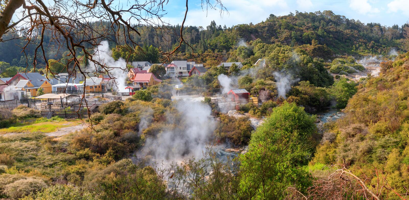 Lämna den maori termiska byn Whakarewarewa, Rotorua, nya Zeala arkivfoto