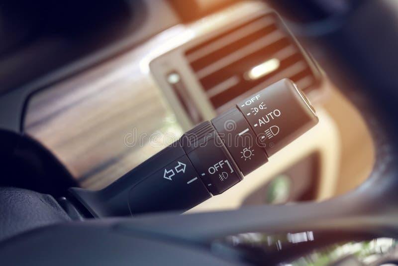 Lämnad vänd för tecken för ljus för kontroll för strömbrytarearmpinne royaltyfri fotografi