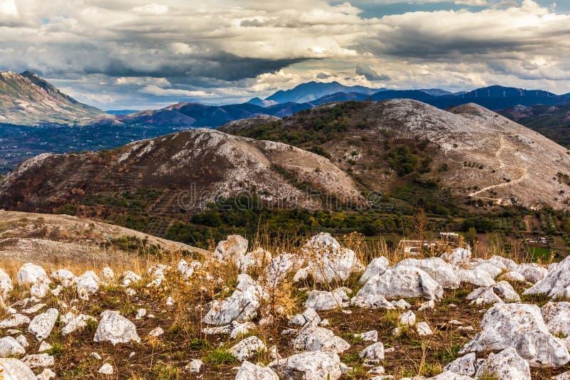 Ländliche Berge lizenzfreie stockfotografie