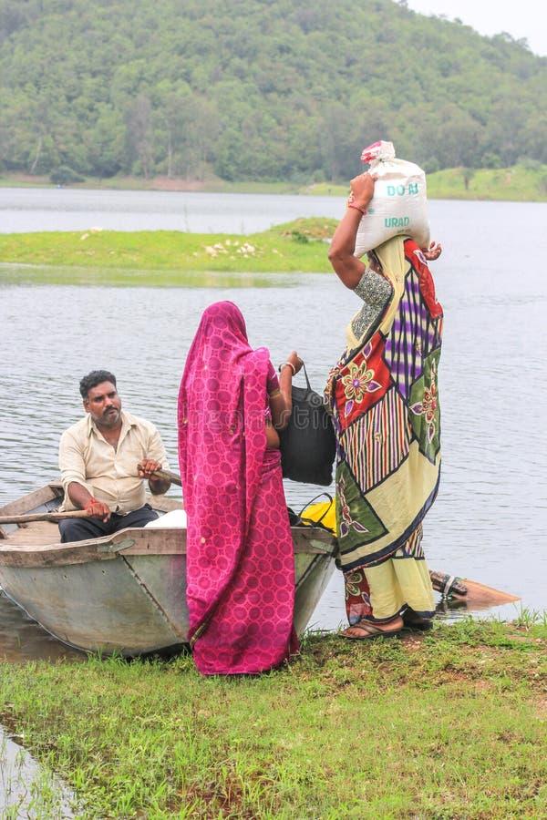 Ländliche Bootsreise: Indien lizenzfreie stockfotos