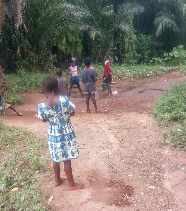 Ländliche Kinder in Ghana stockfotos